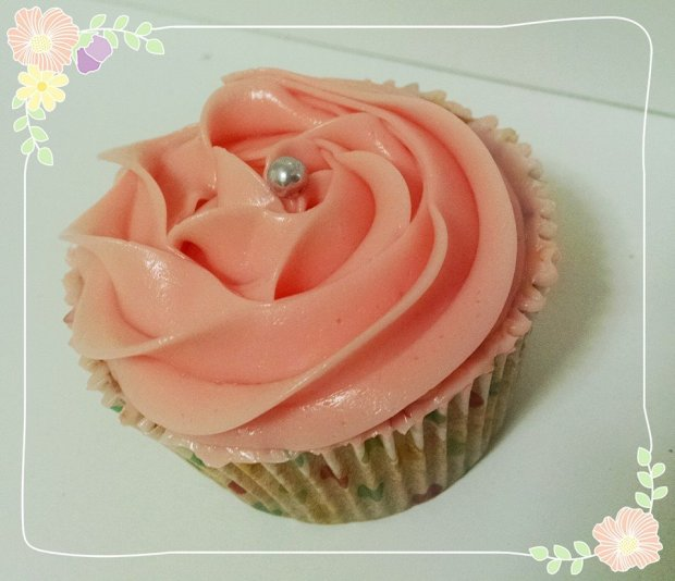 Cupcake de Baunilha Buttercream Merengue Italiano