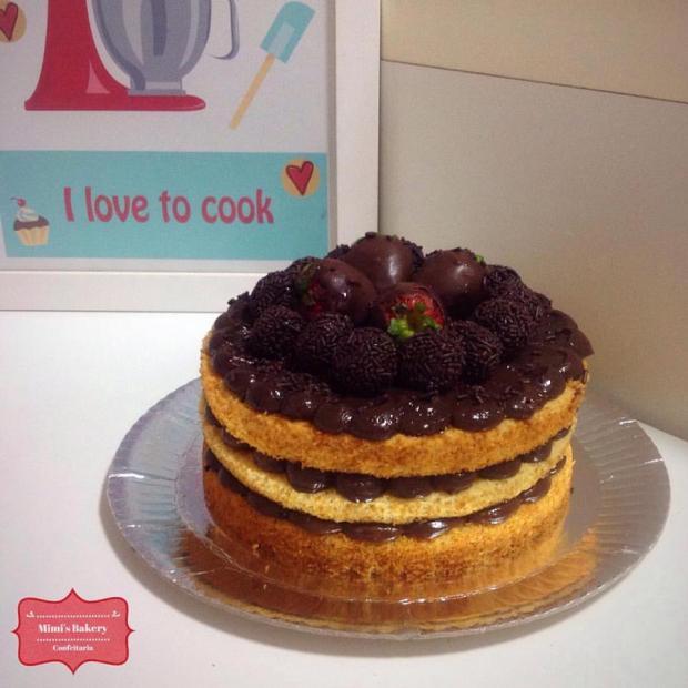 Naked Cake Baunilha com Brigadeiro