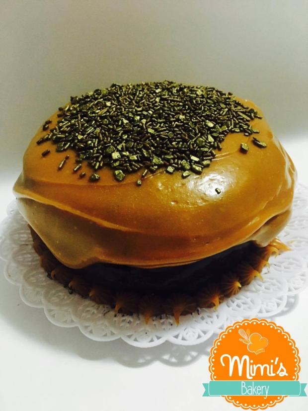 Bolo: brigadeiro de chocolate e brigadeiro de caramelo