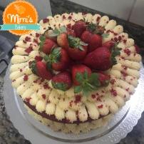 Naked Cake Red Velvet + Brigadeiro de Ninho + Morangos