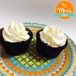 Cupcake chocolate, mousse de ninho e chantininho