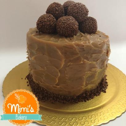 Bolo chocolate com brigadeiro de caramelo(1)