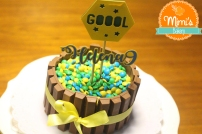 Bolo Mesversário Copda do Mundo: kit kat + confete