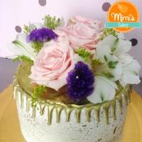 Drip Cake Dourado com Flores