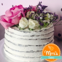 Bolo Rustico: branco, prata e flores naturais